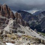 花と岩のドロミテハイキングとヴィアフェラータ
