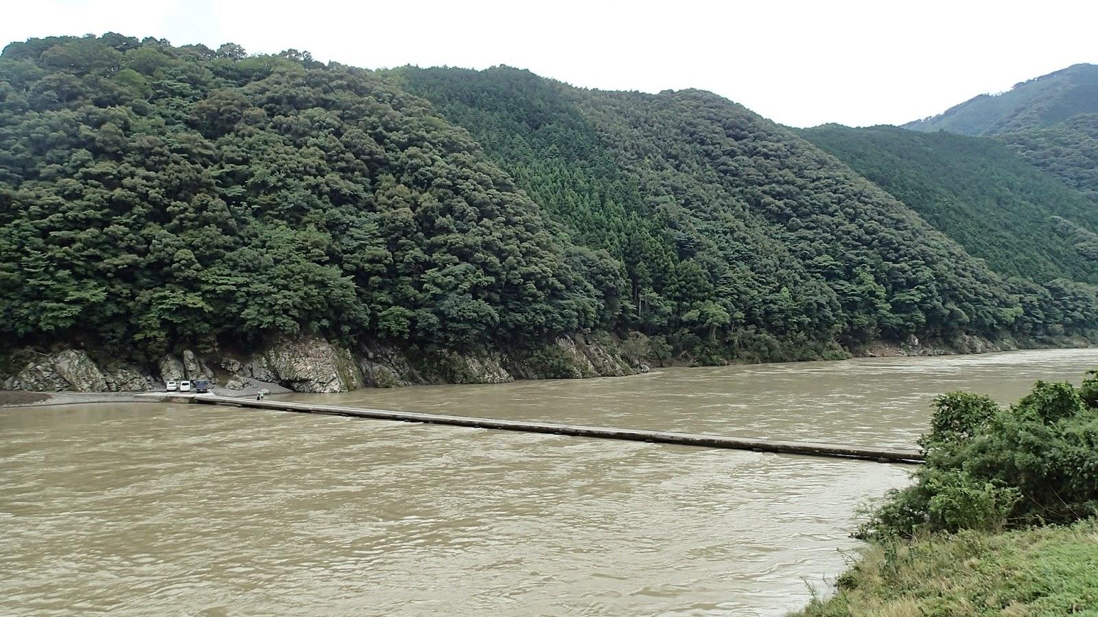 増水した四万十川