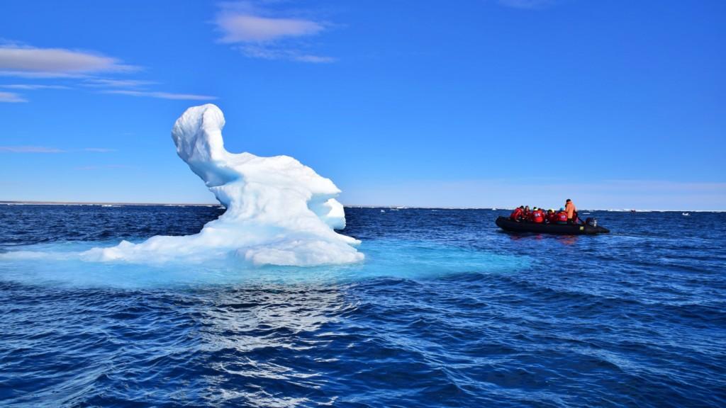北極圏流氷クルーズ