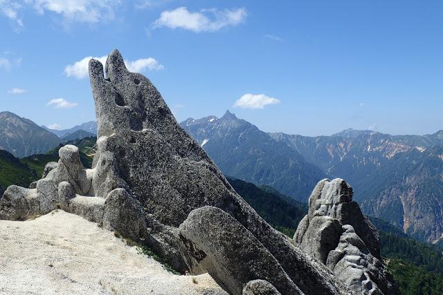 燕岳 イルカ岩と槍ヶ岳
