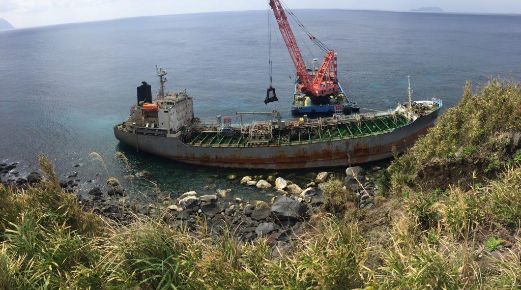 座礁したタンカー