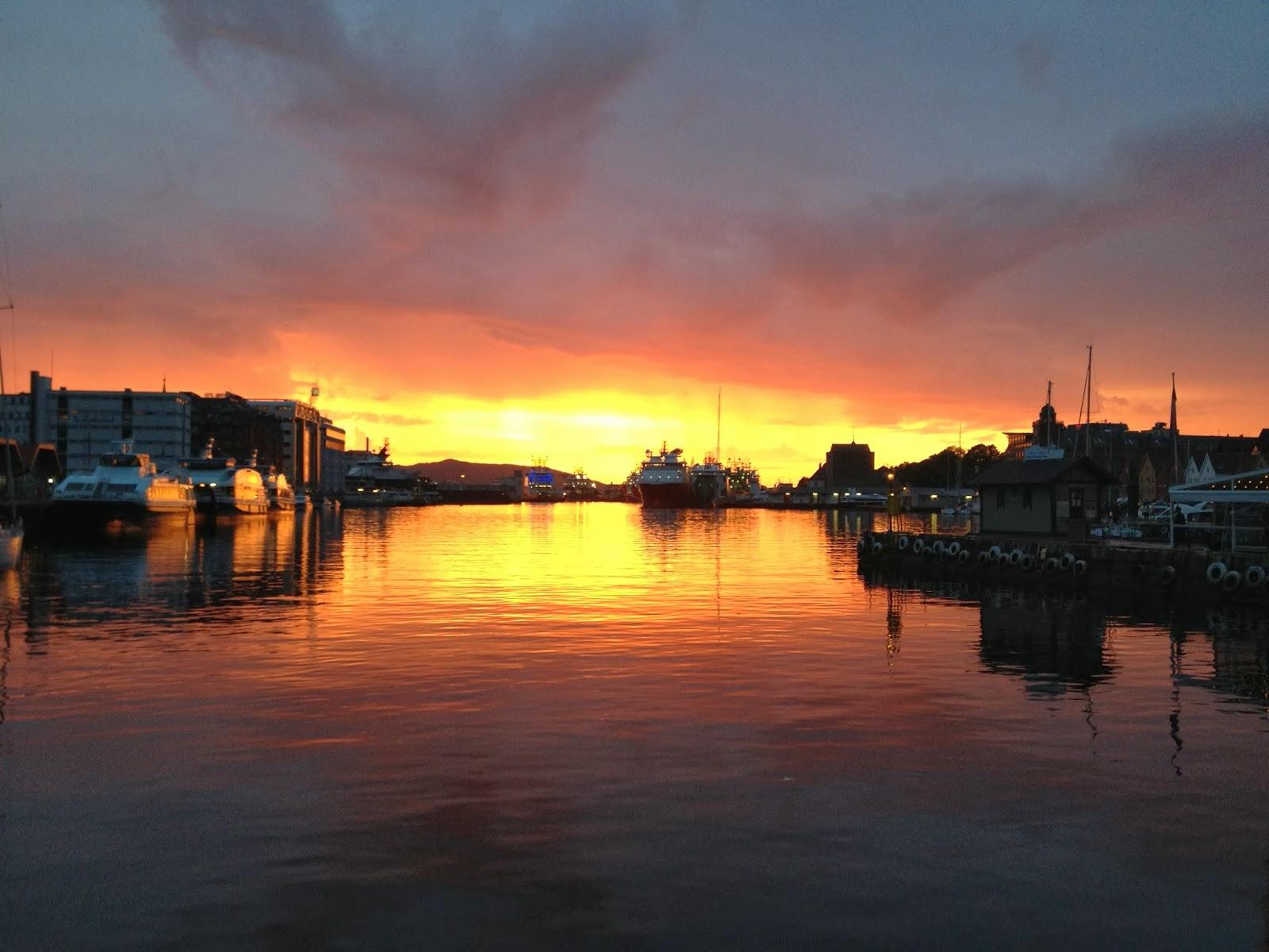 ベルゲン港の夕日
