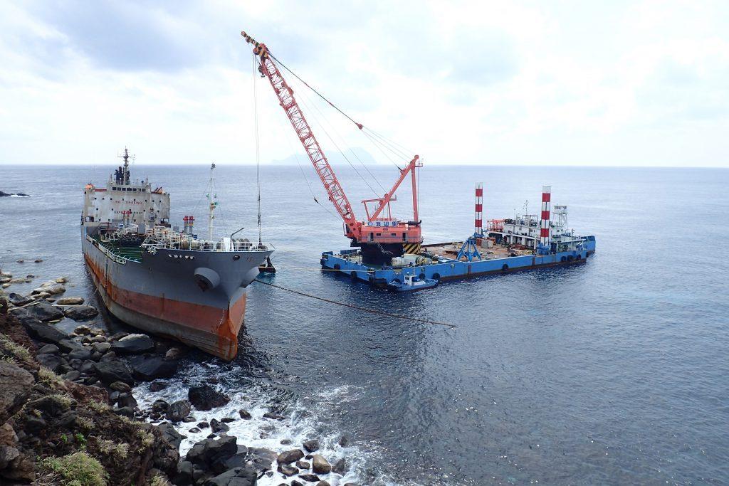 諏訪之瀬島のタンカー