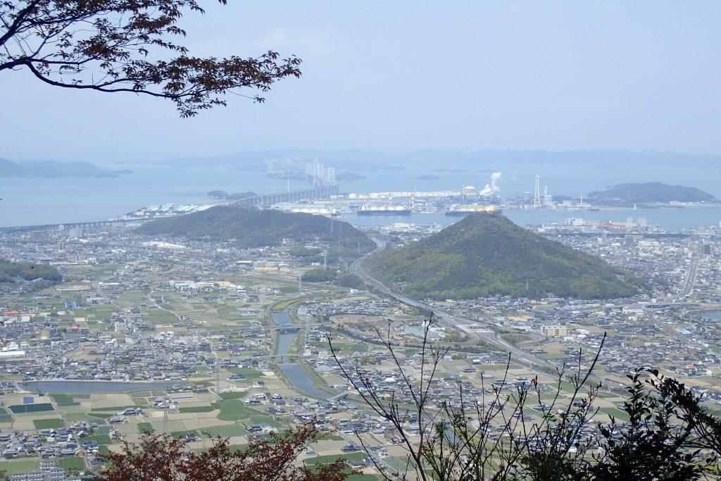 飯野山からの瀬戸大橋