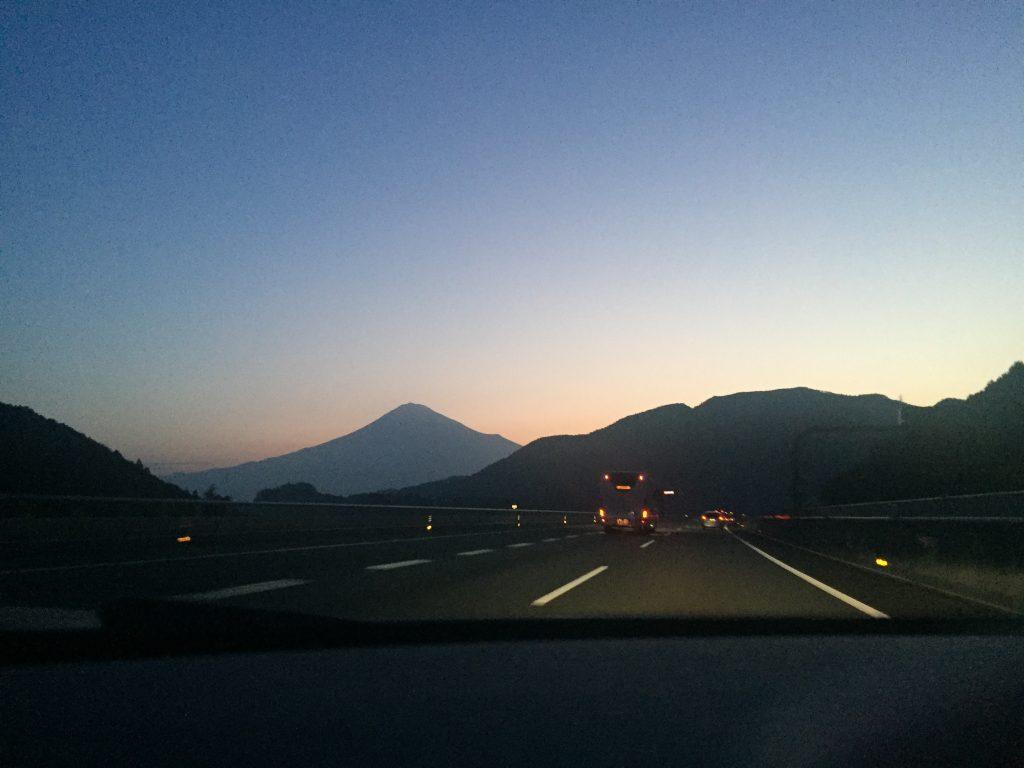 新東名からの富士山夜明け