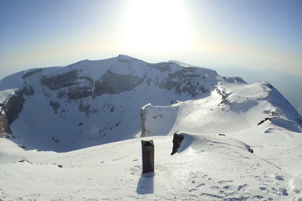 雪の富士山 山頂