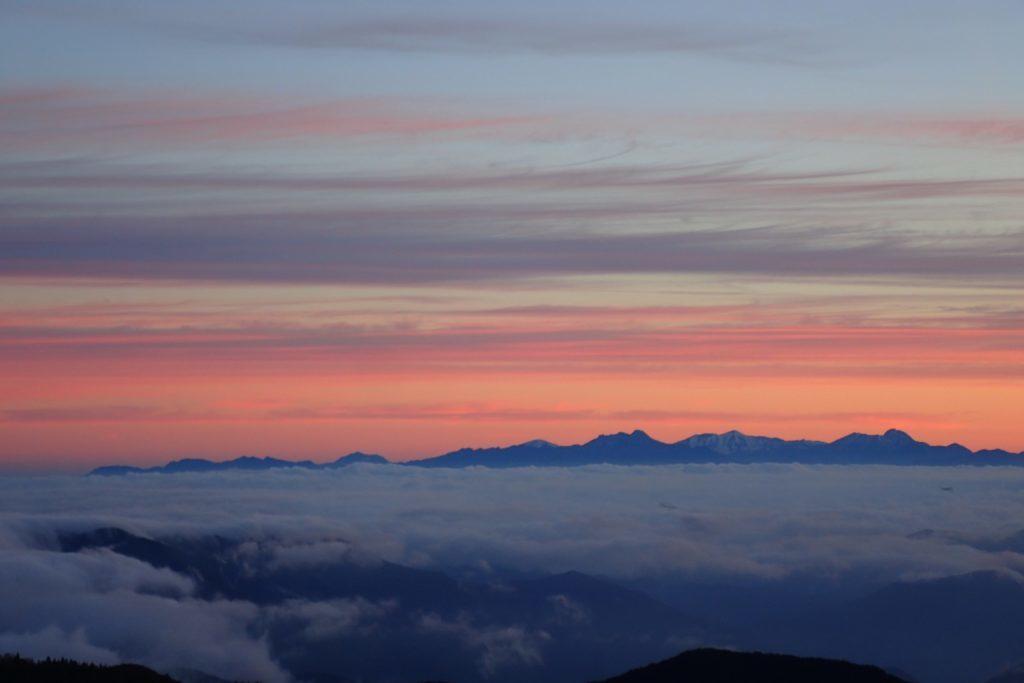 朝の美ヶ原からの頸城山塊