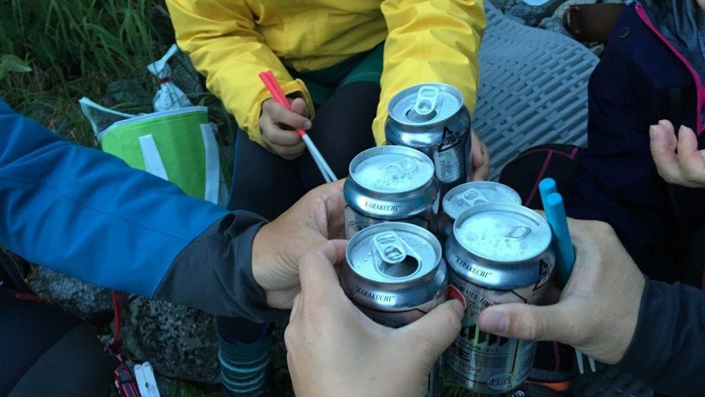 山でビール