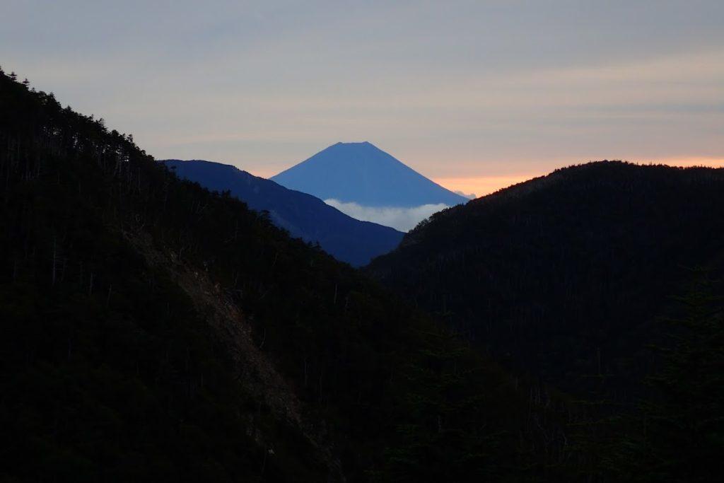 鬼富士の夜明け
