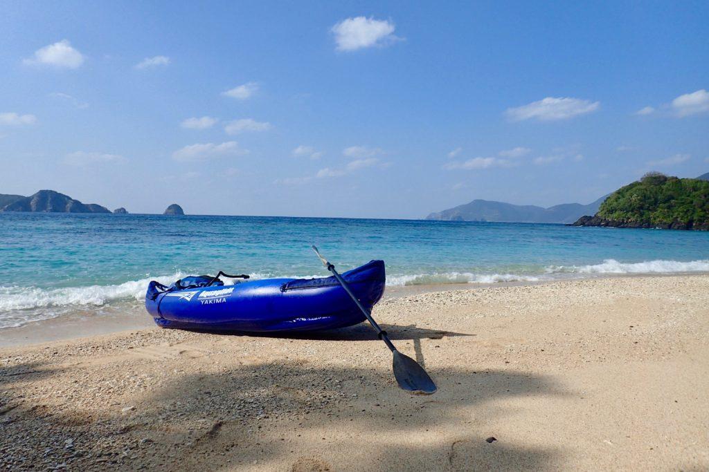 加計呂麻島無人のビーチ