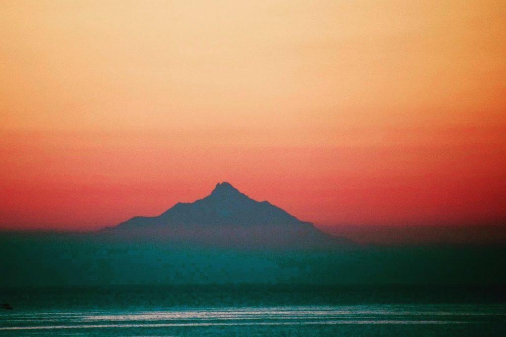 夕焼けの利尻山