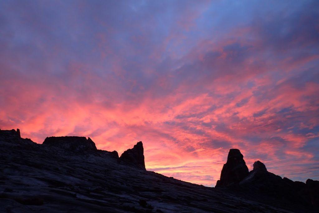 キナバル山夜明け