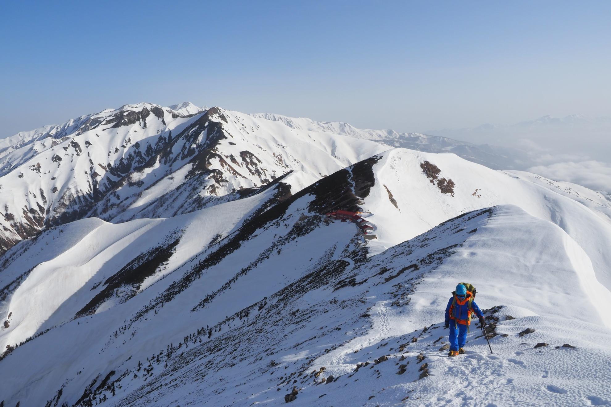 雪の五竜山荘を出発