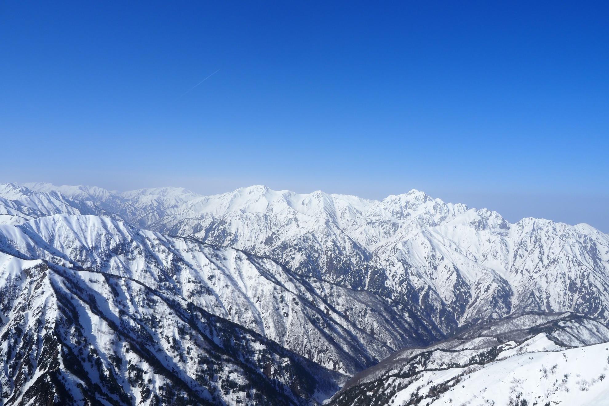 雪の五竜岳から立山と剱岳