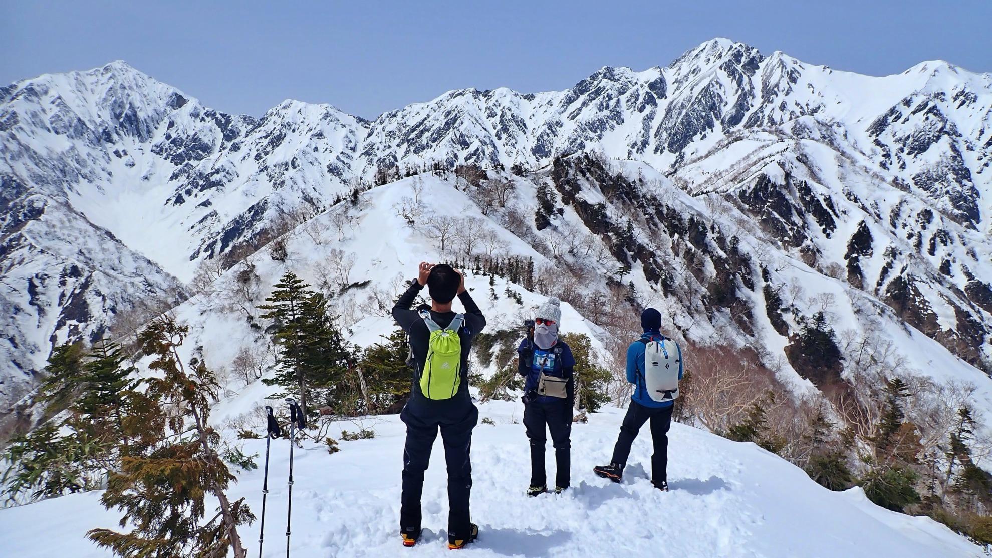 雪の小遠見山から五竜岳